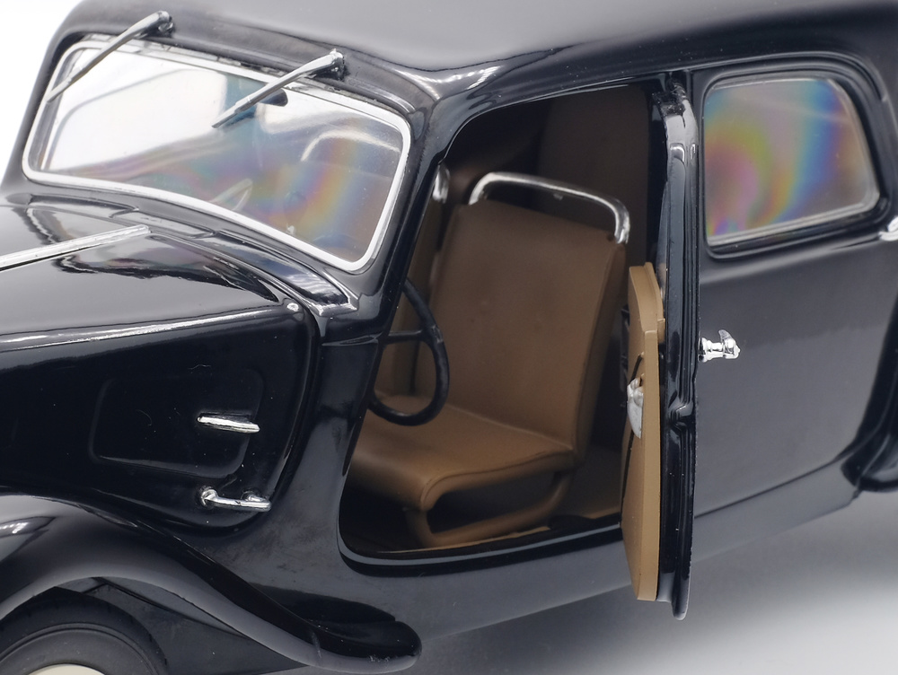 BMW Serie 3 M3 -E30- (1990) Solido S1801502 1/18