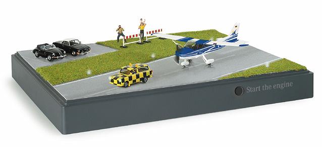 Cessna Diorama con avioneta, autos y figuras Herpa 461276 1/87