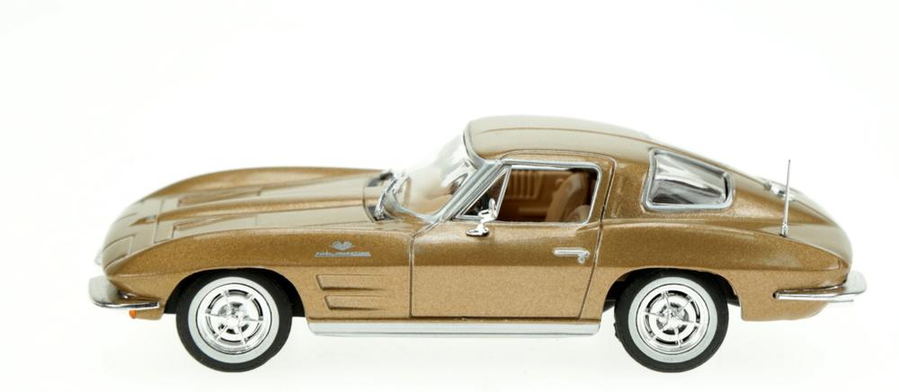 Chevrolet Corvette C2 Sting Ray (1963) White Box WB170 1:43
