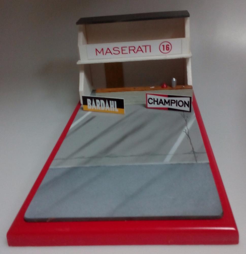 Diorama Boxes años 60 y 70 Maserati Microworld 109 1:43