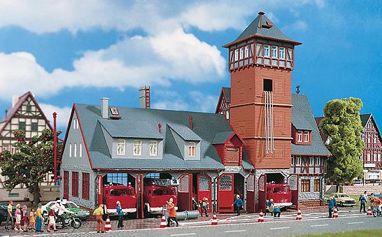 Estación Bomberos con almacen Kit Vollmer 3767 1/87