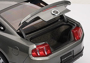 Ford Mustang GT (2010) Autoart 72911 1/18