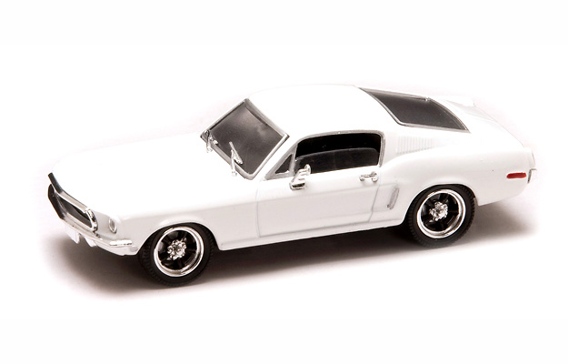 Ford Mustang GT 2+2 Fastback (1968) Lucky Die Cast 43206 1:43