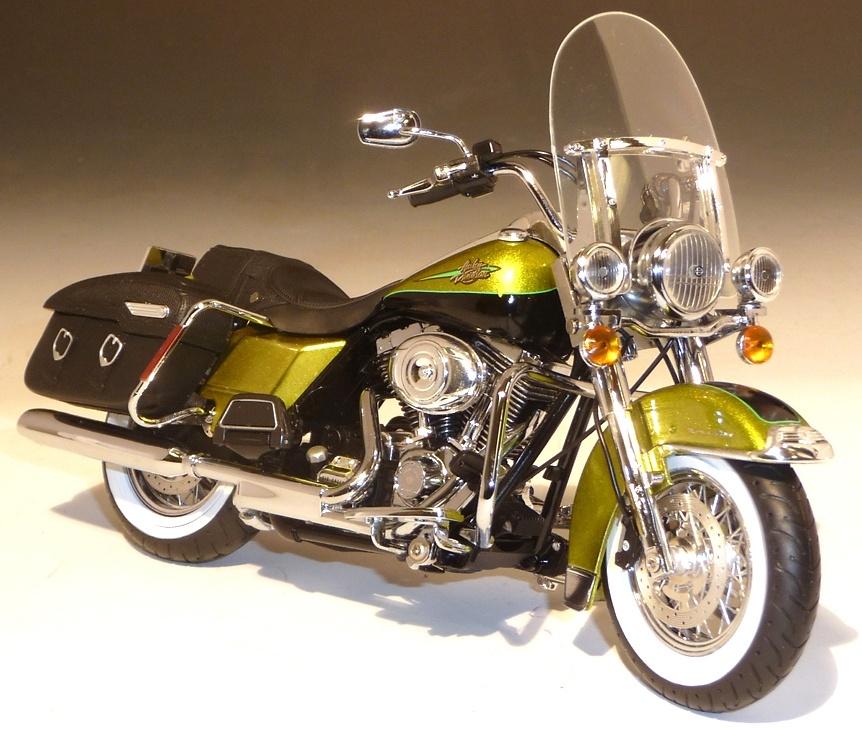 Harley Davidson FLHRC Road King (2011) ERTL 81173 1/12