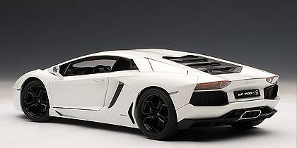 Lamborghini Aventador LP700-4 (2011) Autoart 74663 1/18