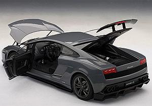 Lamborghini Gallardo LP570-4 Superleggera (2010) Autoart 74657 1:18