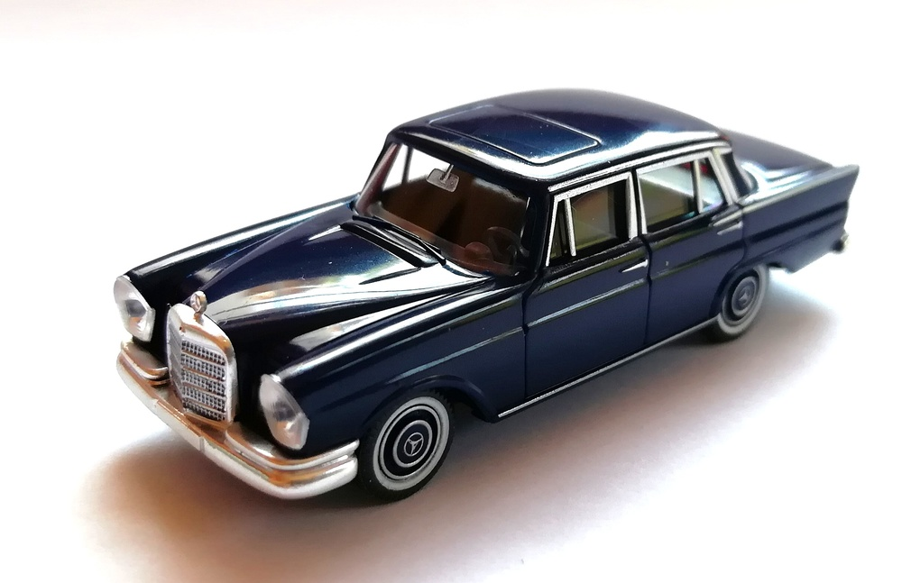 Mercedes Benz 220 S -W111- (1960) Wiking 8240326 1/87