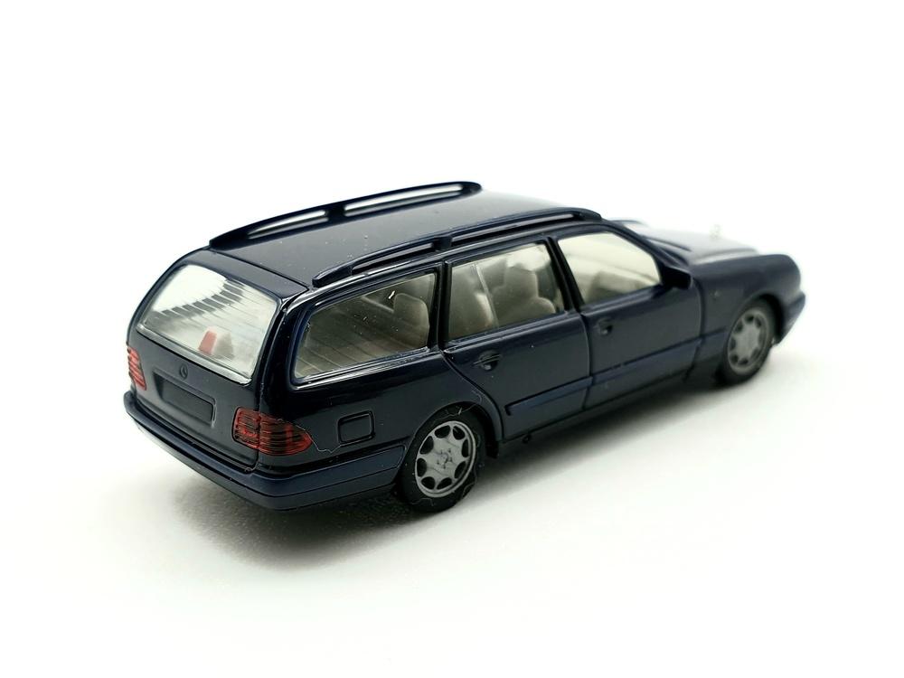 Mercedes Benz E320 -W210- (1995) Herpa 022118 1/87