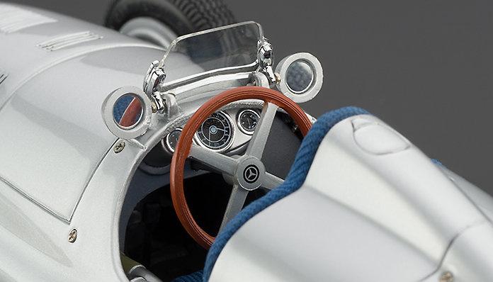 Mercedes Benz W165 (1939) CMC M018 1/18