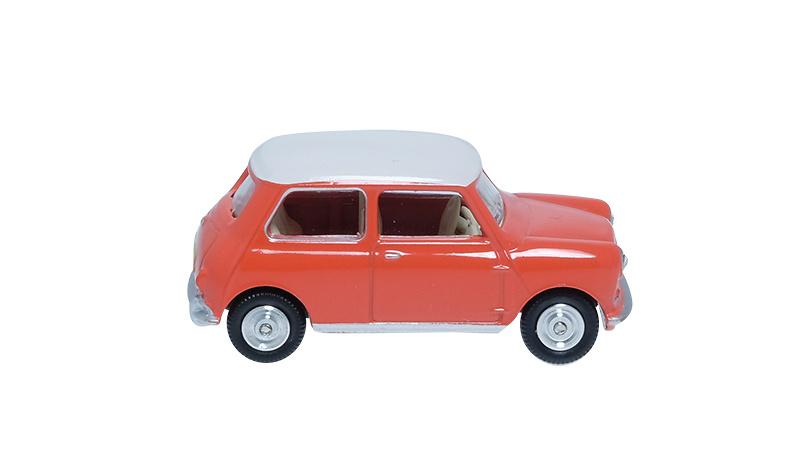 Morris Mini (1960) Minialuxe MB104-2SE 1/66