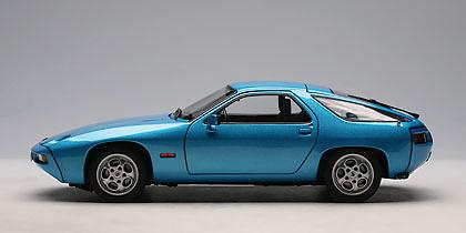 Porsche 928 (1978) Autoart 77901 1/18