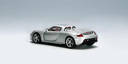 Porsche Carrera GT (2003) Autoart 20631 1/64