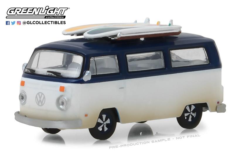 Volkswagen T2b con tablas de surf (1973) Greenlight 29956 1/64
