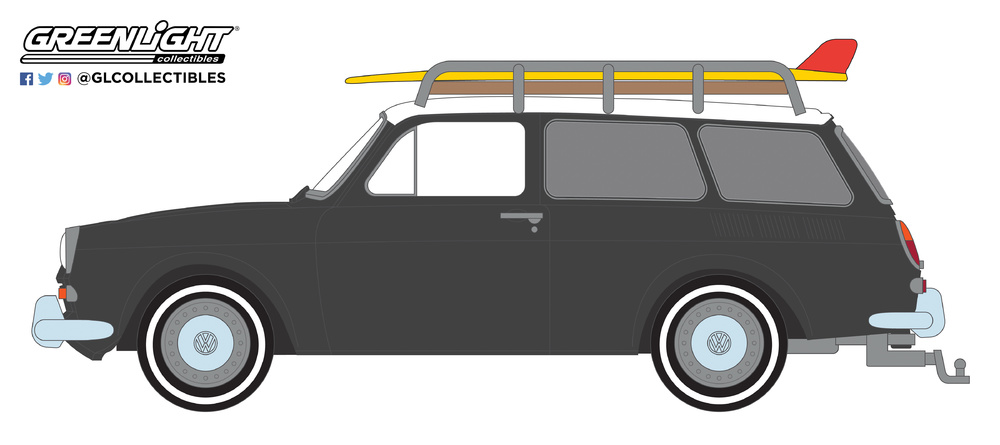 Volkswagen Tipo 3 Squareback con baca y tabla de surf (1965) Greenlight 29940B 1/64
