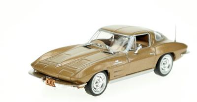 Chevrolet Corvette C2 Sting Ray (1963) White Box 1:43