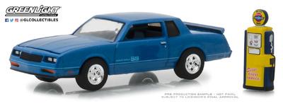 Chevrolet Monte Carlo SS con surtidor antiguo (1984) Greenlight 1/64