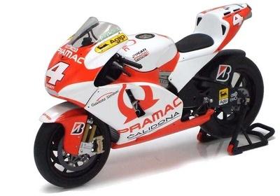 Ducati Desmo 16 GP7 nº 4 Alex Barros (2007) Minichamps 1/12