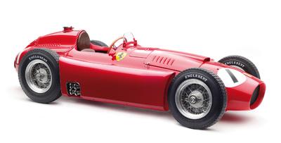 """Ferrari D50 """"GP. Gran Bretaña"""" nº 1 Juan Manuel Fangio (1956) CMC 1/18"""