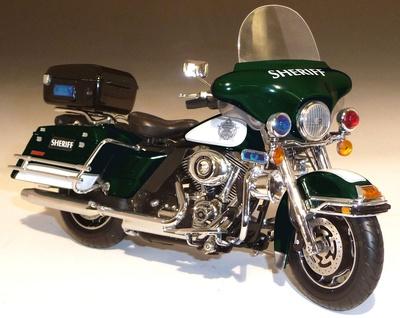 "Harley Davidson FLHTCU Ultra Classic Electra Glide ""Sheriff"" ERTL 1/12"