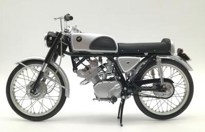 Honda CR110 Street (1962) Ebbro 1/10