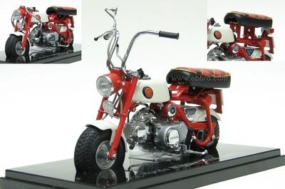 Honda Monkey Z50M (1967) Ebbro 1/10