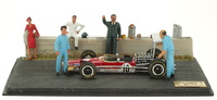 Lotus 49 nº 10 Graham Hill con 5 Mecánicos (1968) Diorama Microworld BE13 1/43