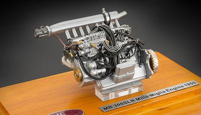 Motor Mercedes 300 SLR -W196- con vitrina CMC 1:18