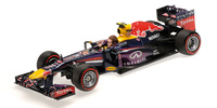 "Red Bull RB9 ""GP. Brasil"" nº 2 Mark Webber con figura (2013) Minichamps 1:18"