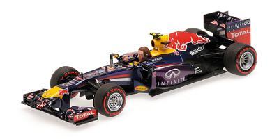 """Red Bull RB9 """"GP. Brasil"""" nº 2 Mark Webber con figura (2013) Minichamps 1:43"""