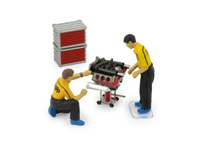 Set mecánicos revisando motor (1982) Brumm 1:43