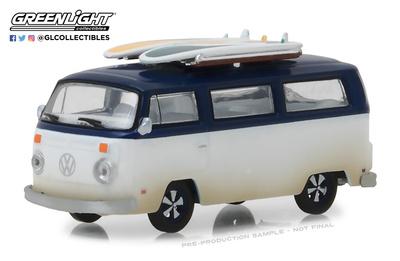 Volkswagen T2b con tablas de surf (1973)  Greenlight 1/64