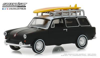 Volkswagen Tipo 3 Squareback con baca y tabla de surf (1965) Greenlight 1/64