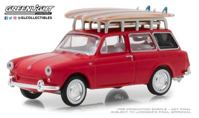 Volkswagen Tipo 3 familiar con tablas de surf (1962) Greenlight 1/64