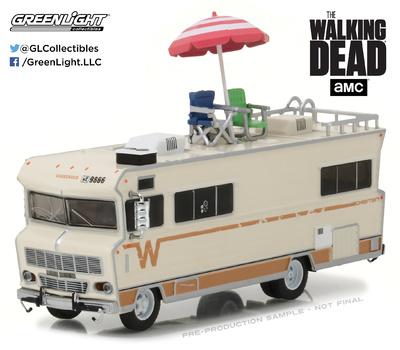 """Winnebago Chieftain con sombrilla y sillas de playa """"The Walking Dead"""" (1973) Greenlight 1/64"""