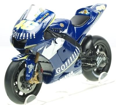 Yamaha YZR M1 nº 46 Valentino Rossi (2005) Italeri 1/22